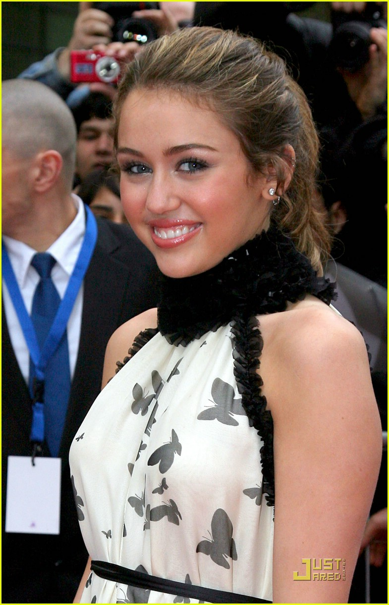 miley cyrus neck shy 09