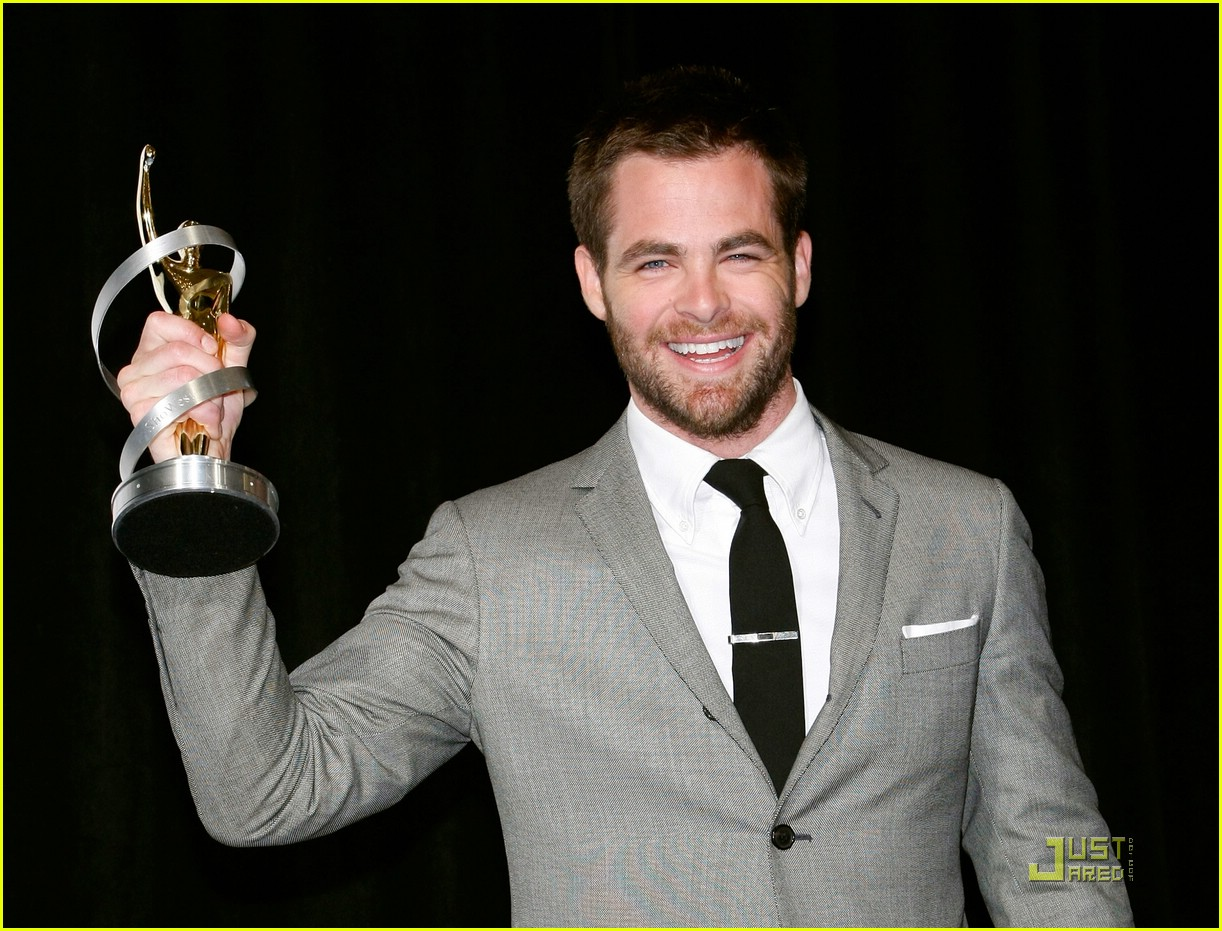 chris pine showest male star of tomorrow 03