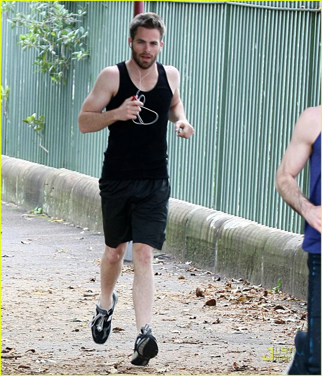 chris pine zachary quinto running 01
