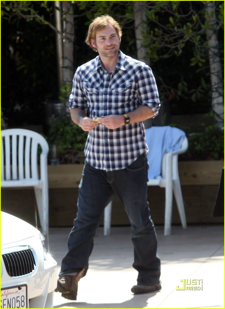 seann william scott smoking 10