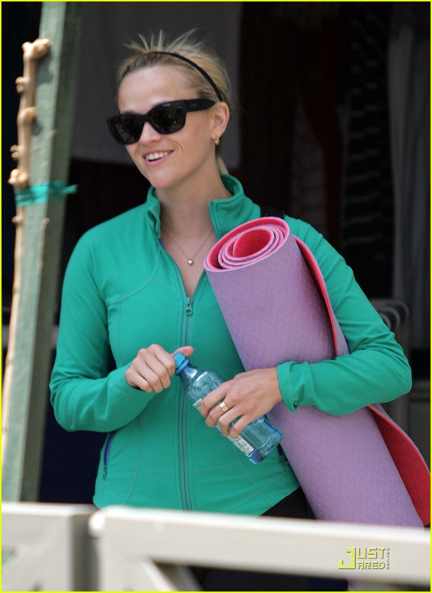 reese witherspoon maha yoga 011844271