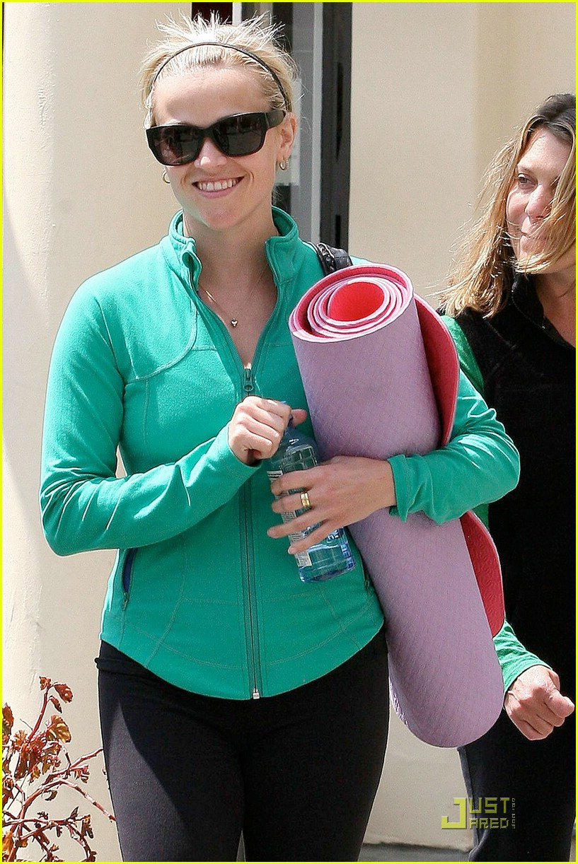 reese witherspoon maha yoga 101844361