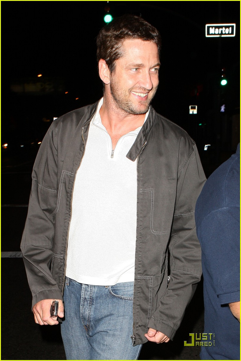 gerard butler visits village idiot 021937911