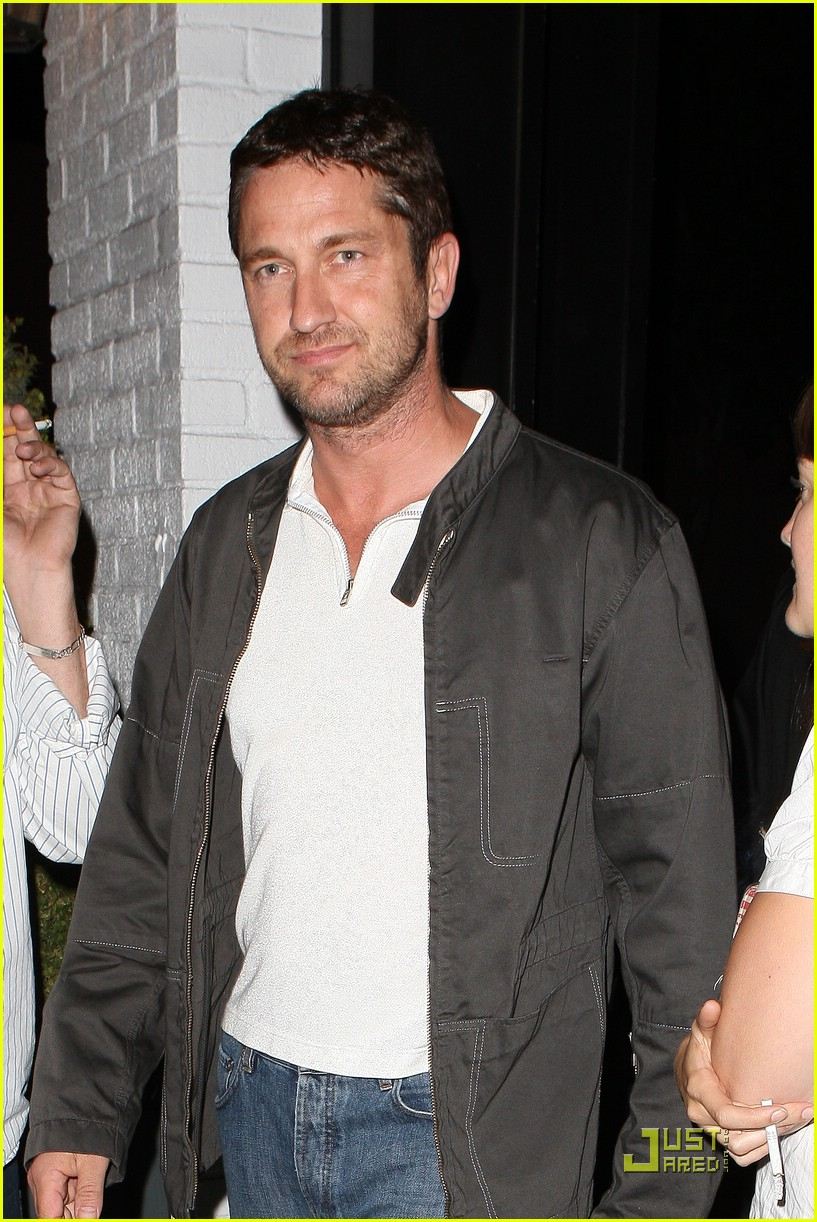 gerard butler visits village idiot 041937931