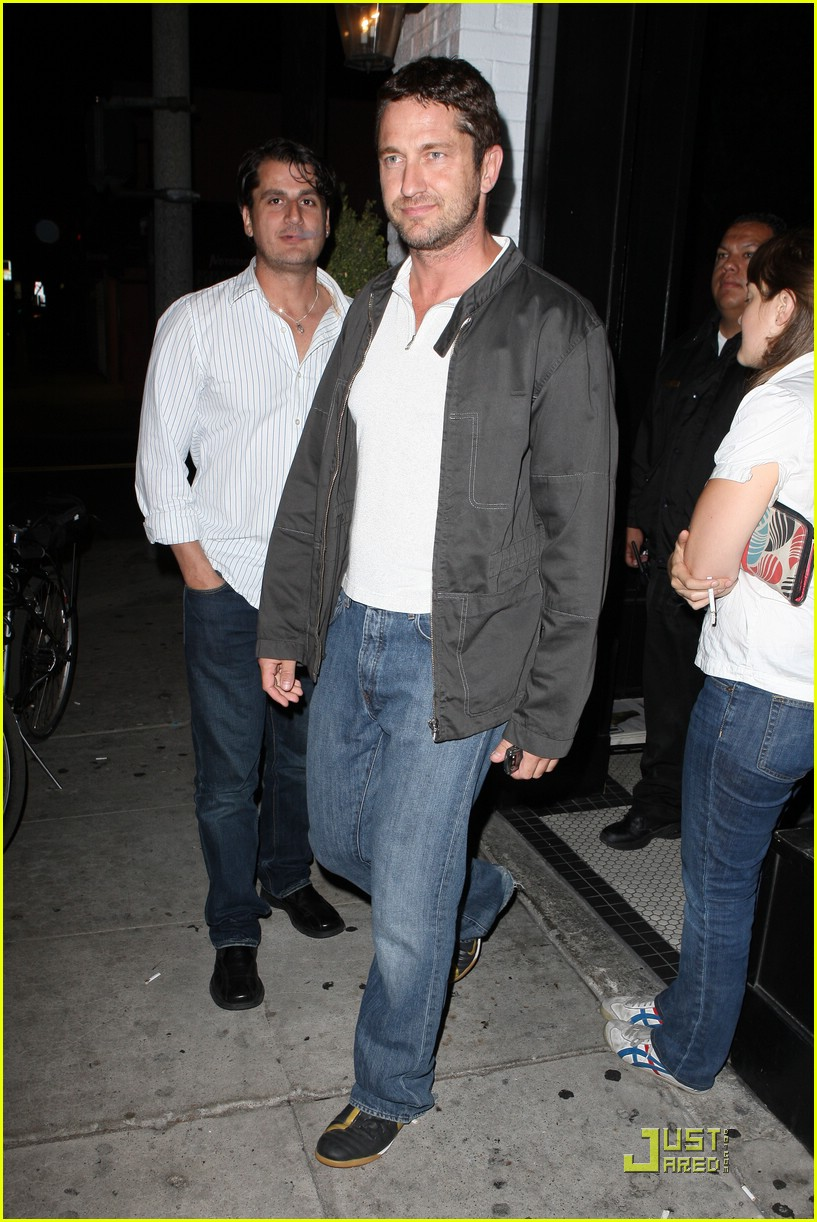 gerard butler visits village idiot 05