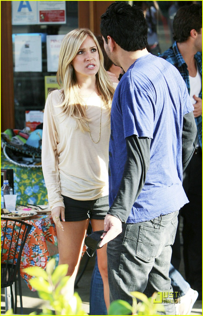 kristin cavallari pinches tacos on the hills 27