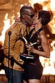 halle berry jamie foxx kissing 08