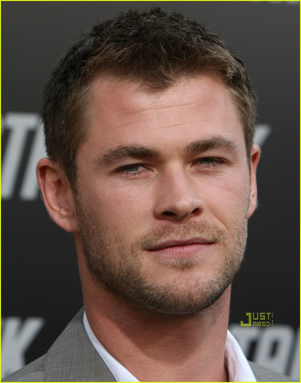 chris hemsworth thor 051925771