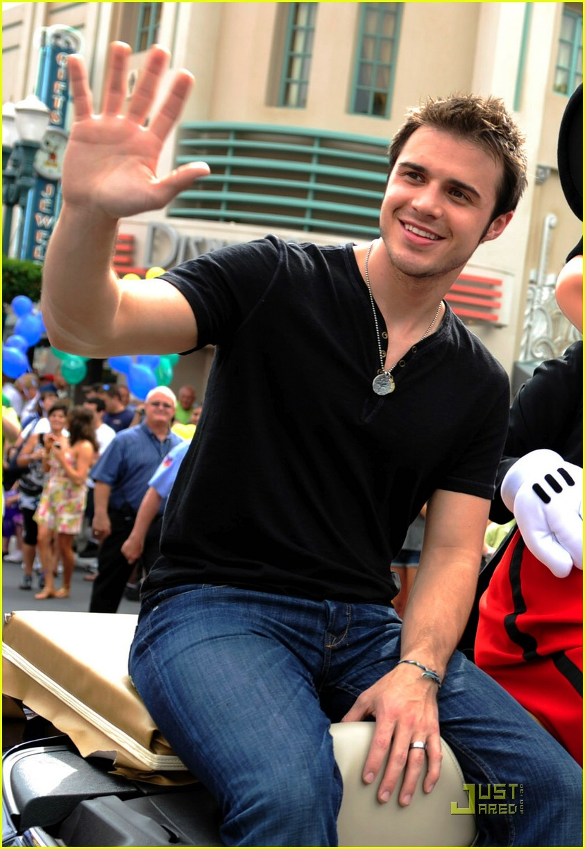 kris allen minnie mouse 111953771