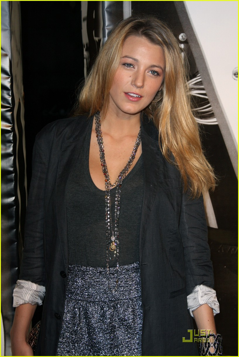 blake lively flight of the conchords 031952391