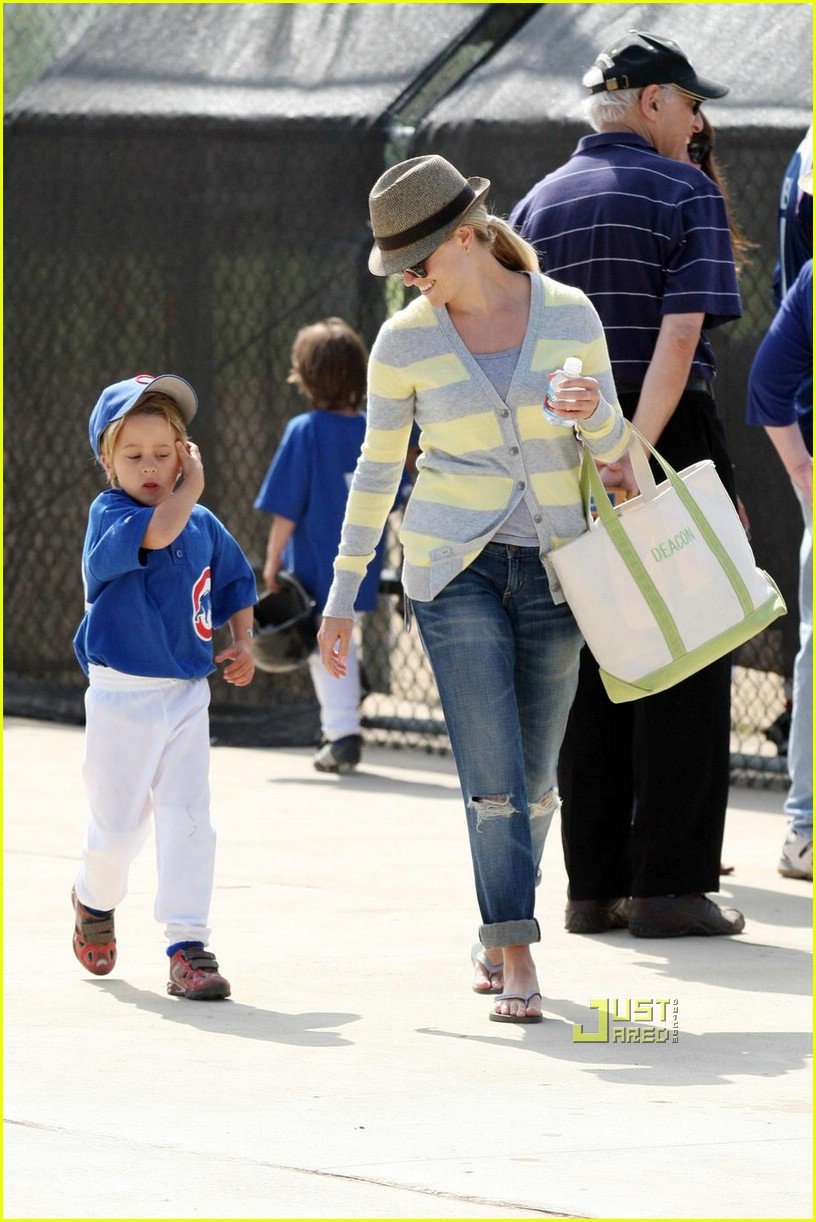 reese witherspoon little league 011926231