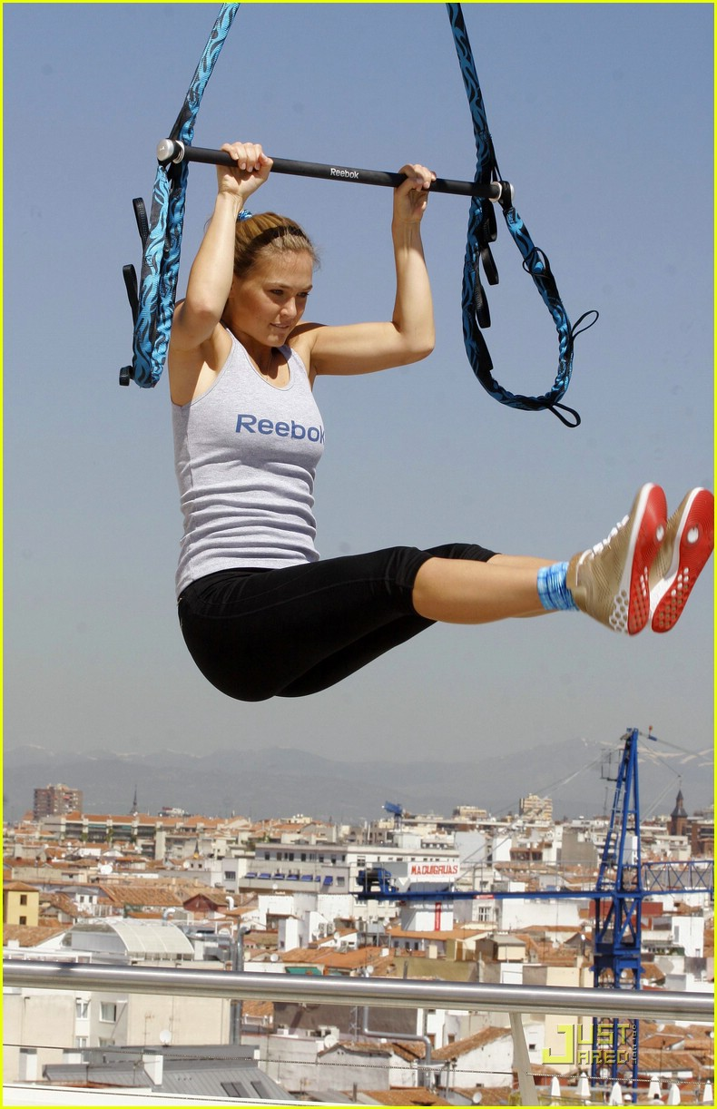 bar refaeli trapeze school 06