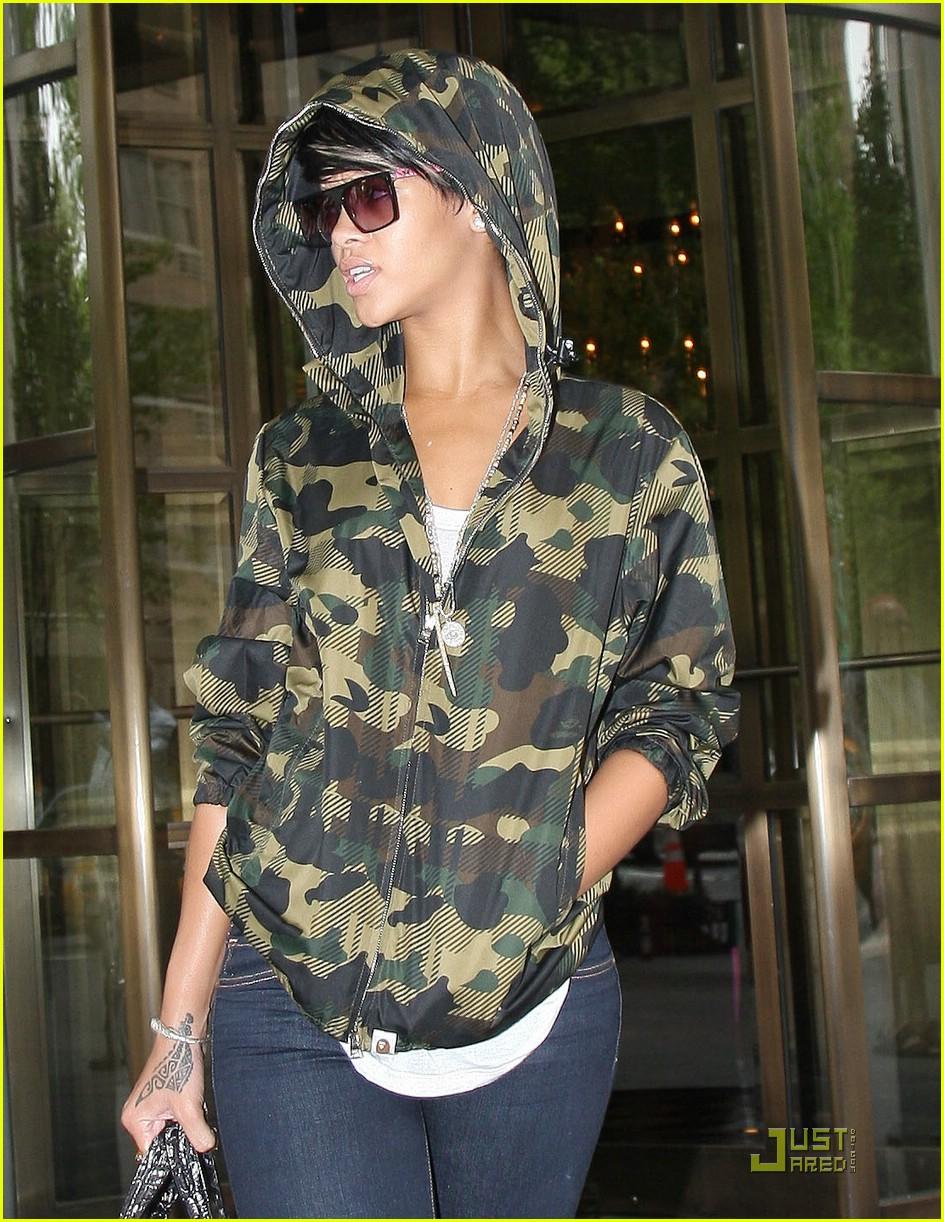 rihanna camouflage hoodie 061907401