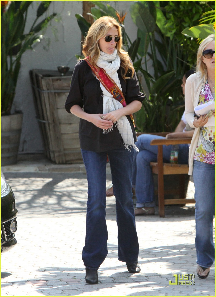 julia roberts meets in malibu 02