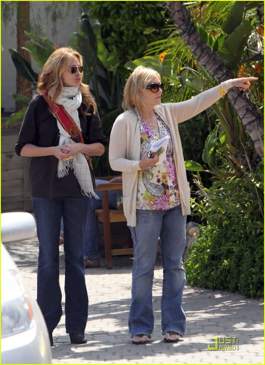 julia roberts meets in malibu 16
