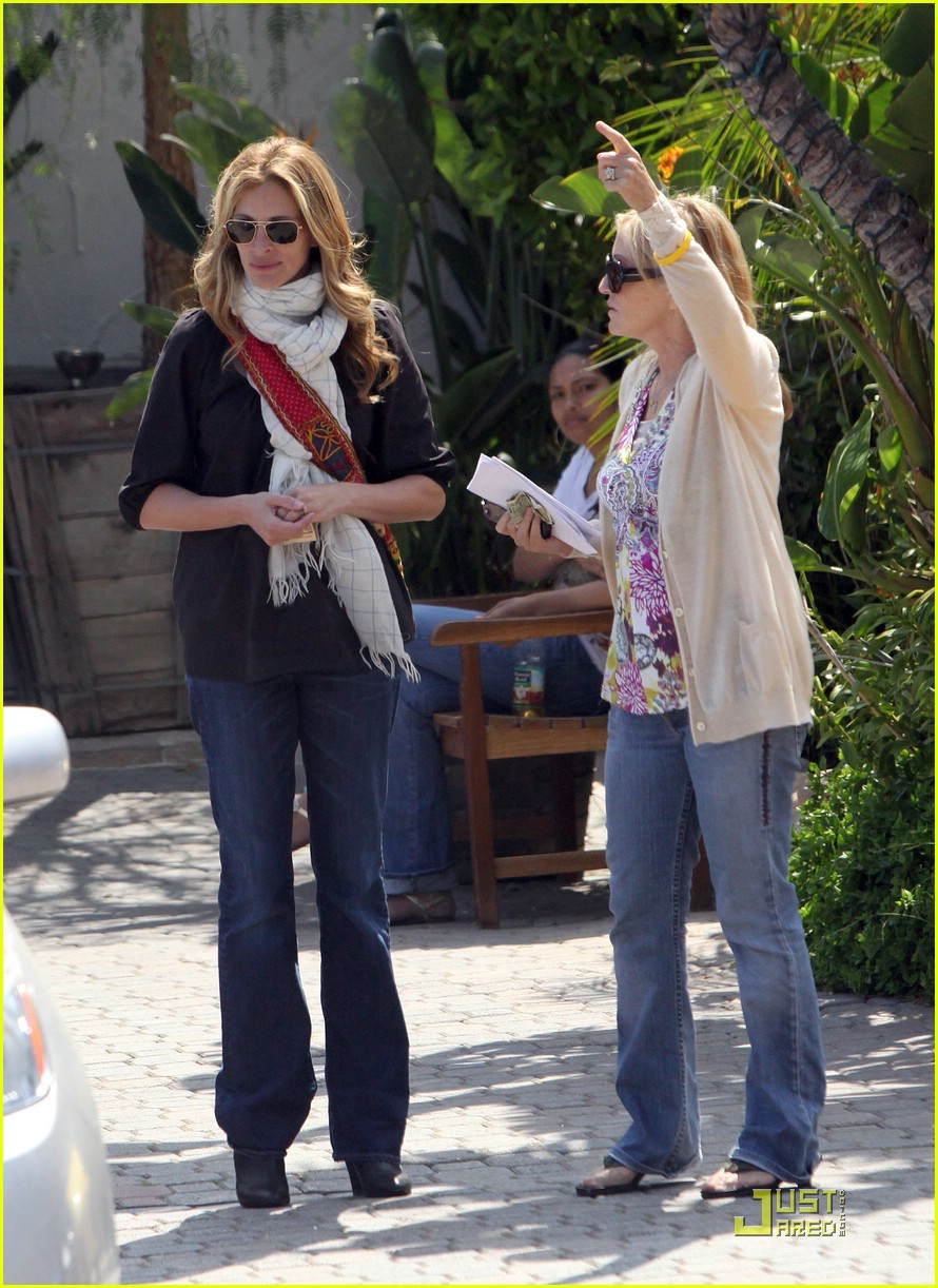 julia roberts meets in malibu 171946621
