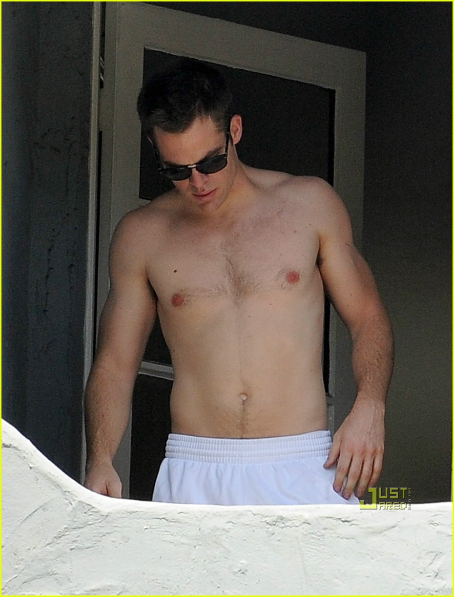 chris pine shirtless picking nose 02