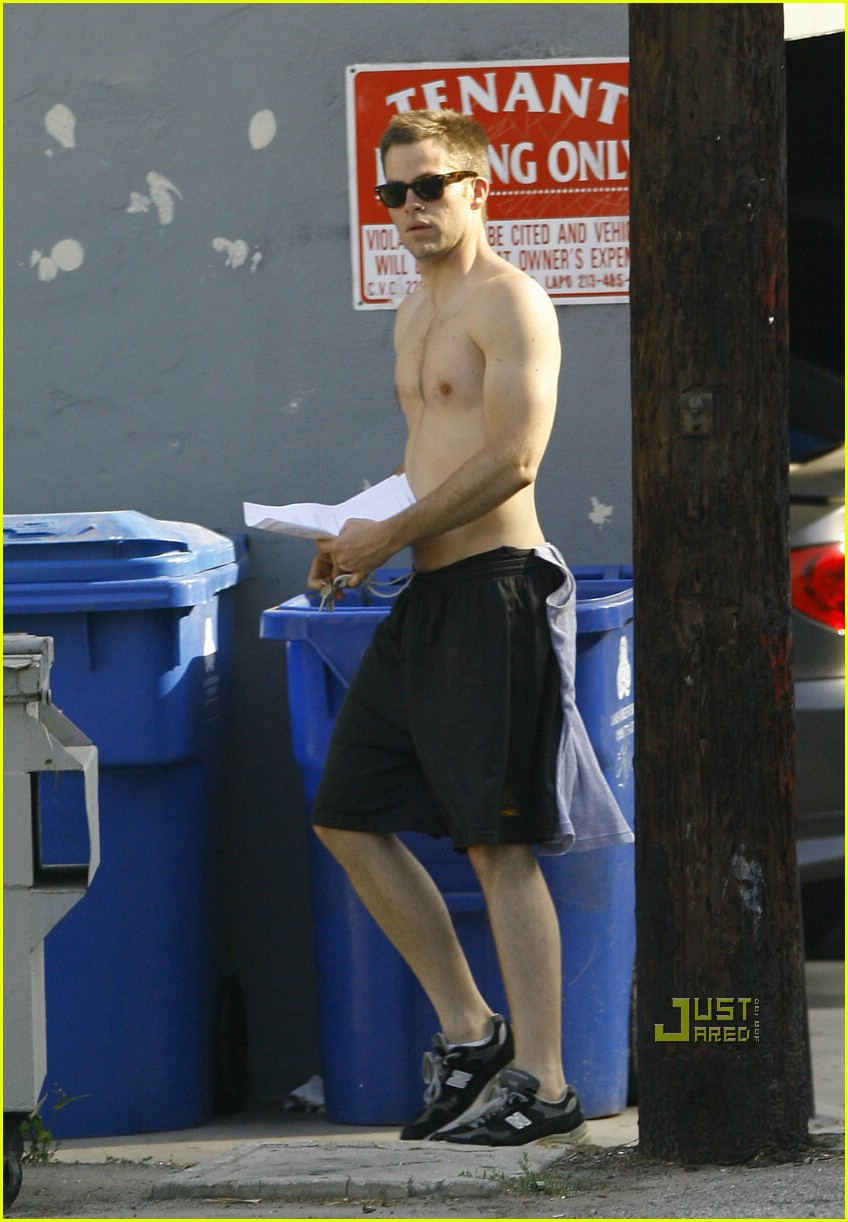 chris pine shirtless picking nose 07