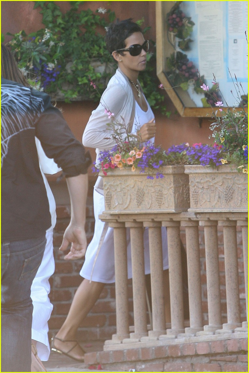 halle berry new short hair 031942411