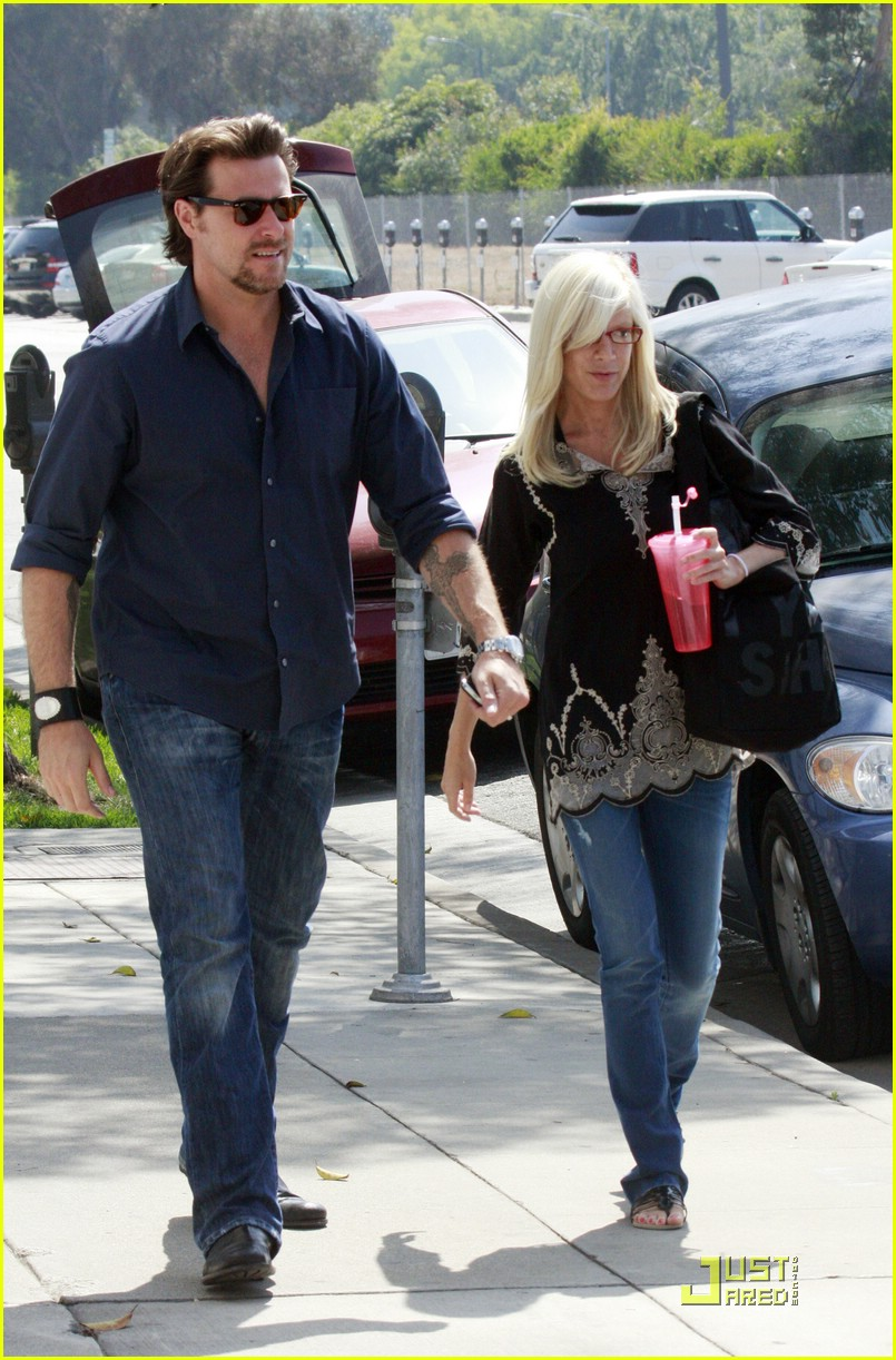 tori spelling really likes rings 071916511