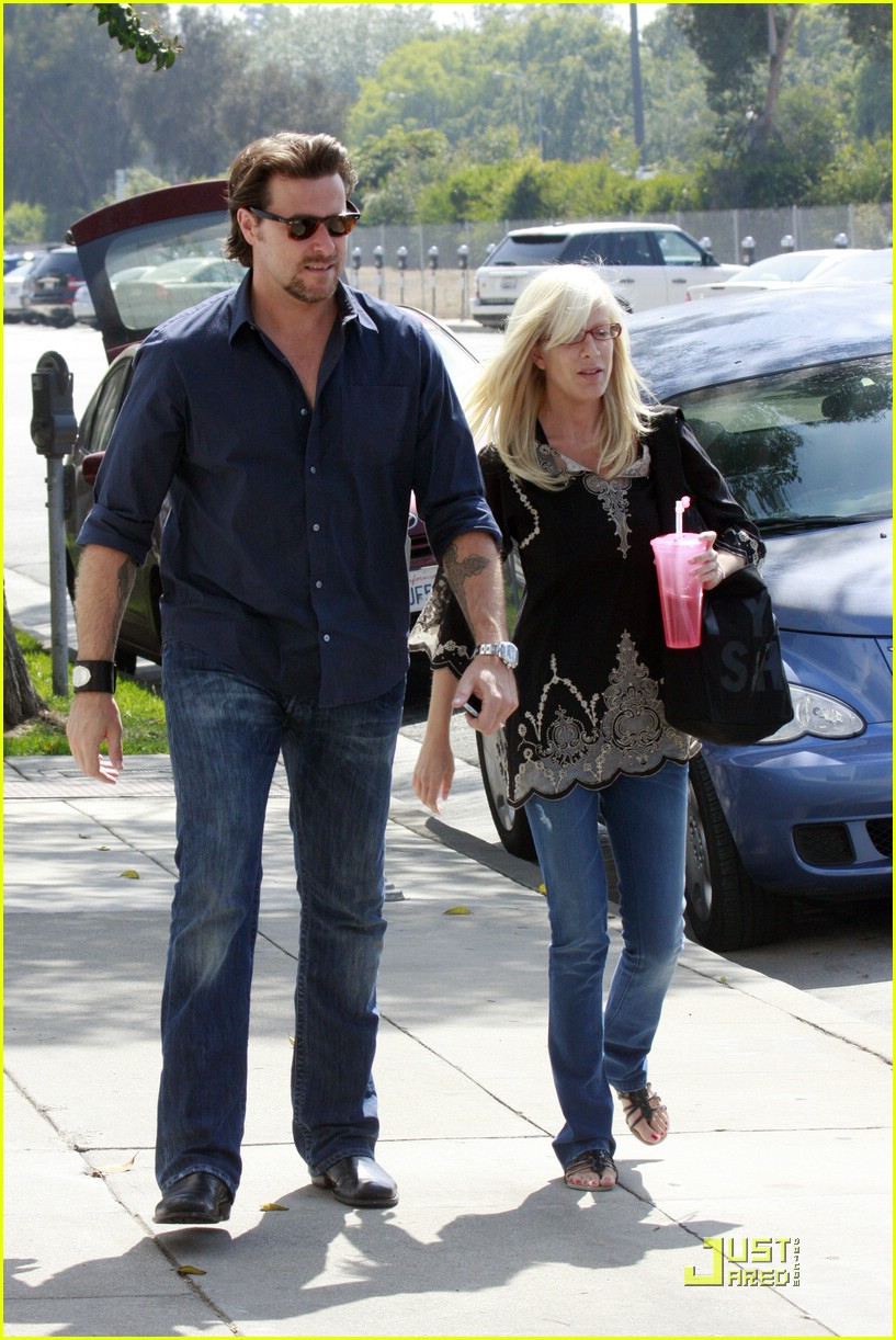 tori spelling really likes rings 081916521