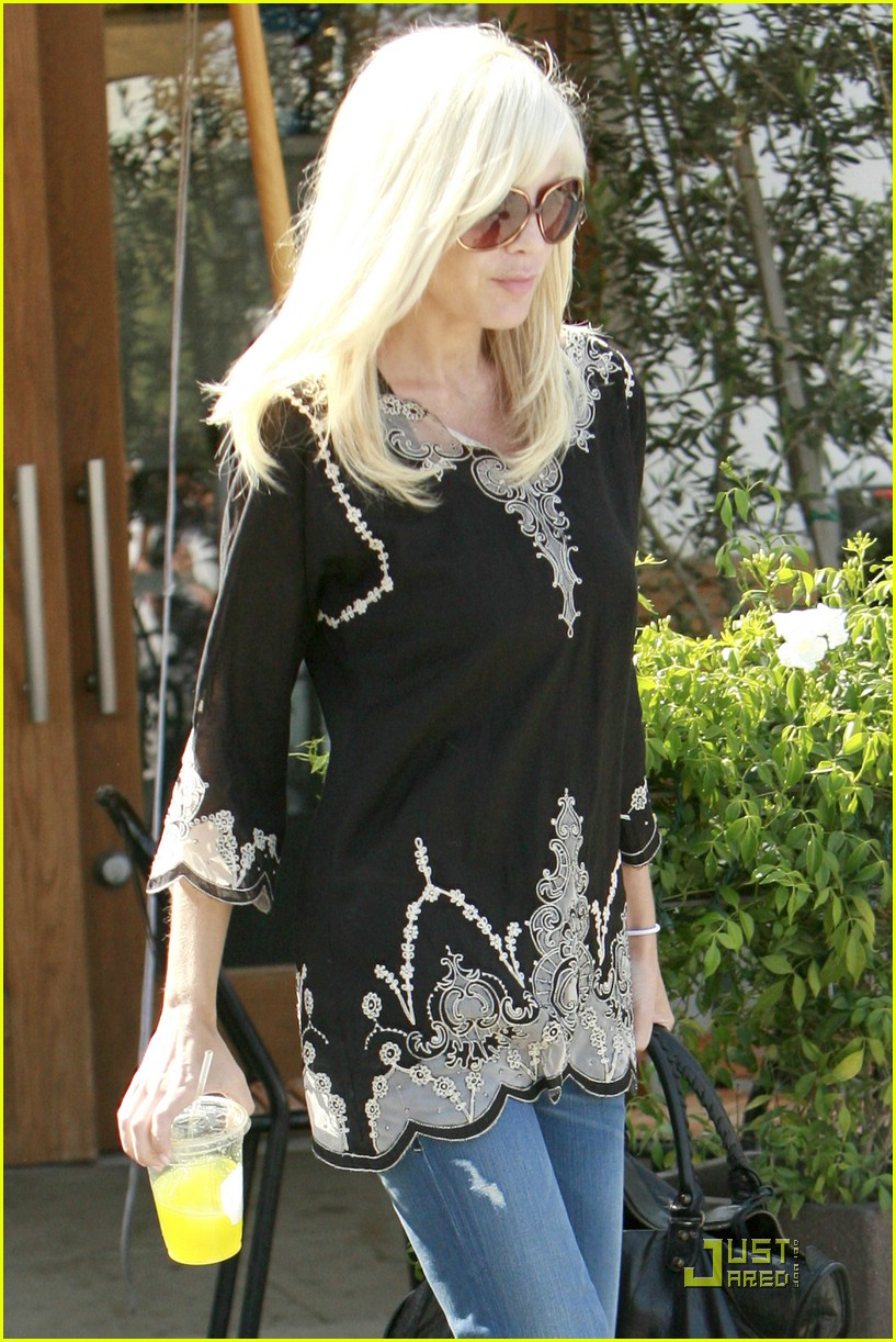 tori spelling really likes rings 171916611