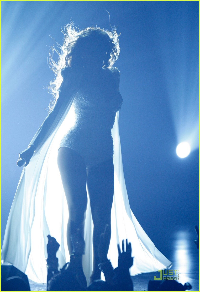 beyonce wedding dress 10