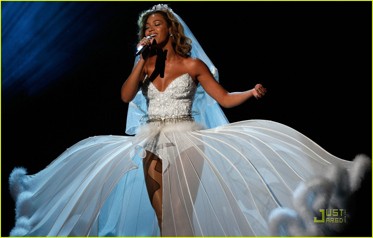 Beyonce\'s Wedding Dress -- BET Awards Performance Video: Photo ...