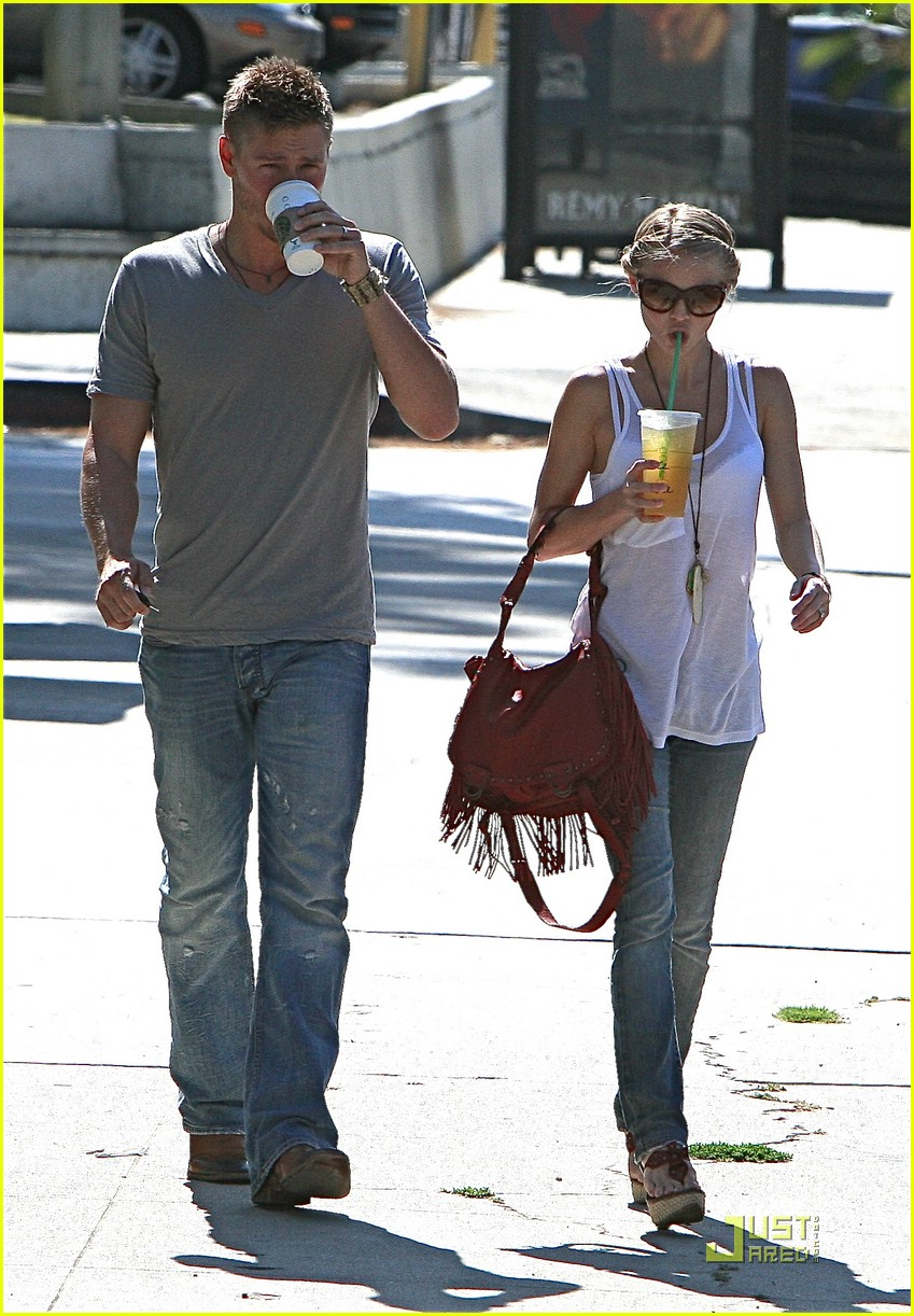chad michael murray kenzie dalton starbucks 062018001