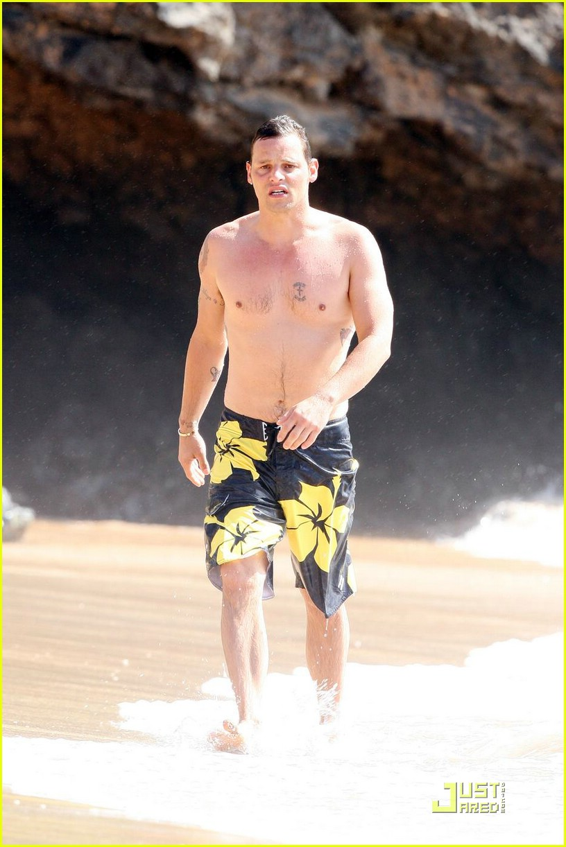 justin chambers shirtless beach 06