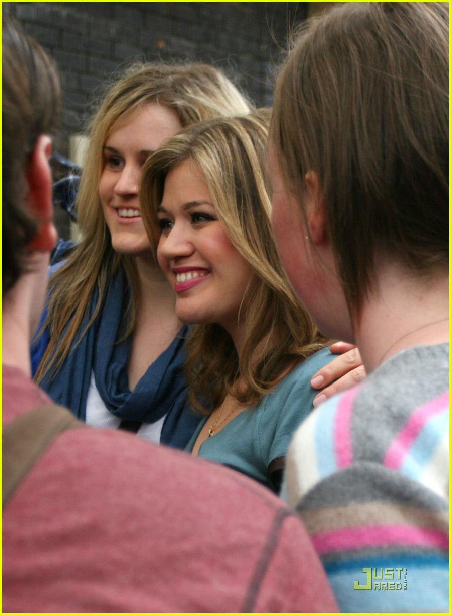 kelly clarkson tongue 091975371
