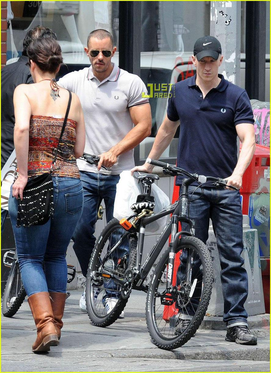 anderson cooper biking 022015601