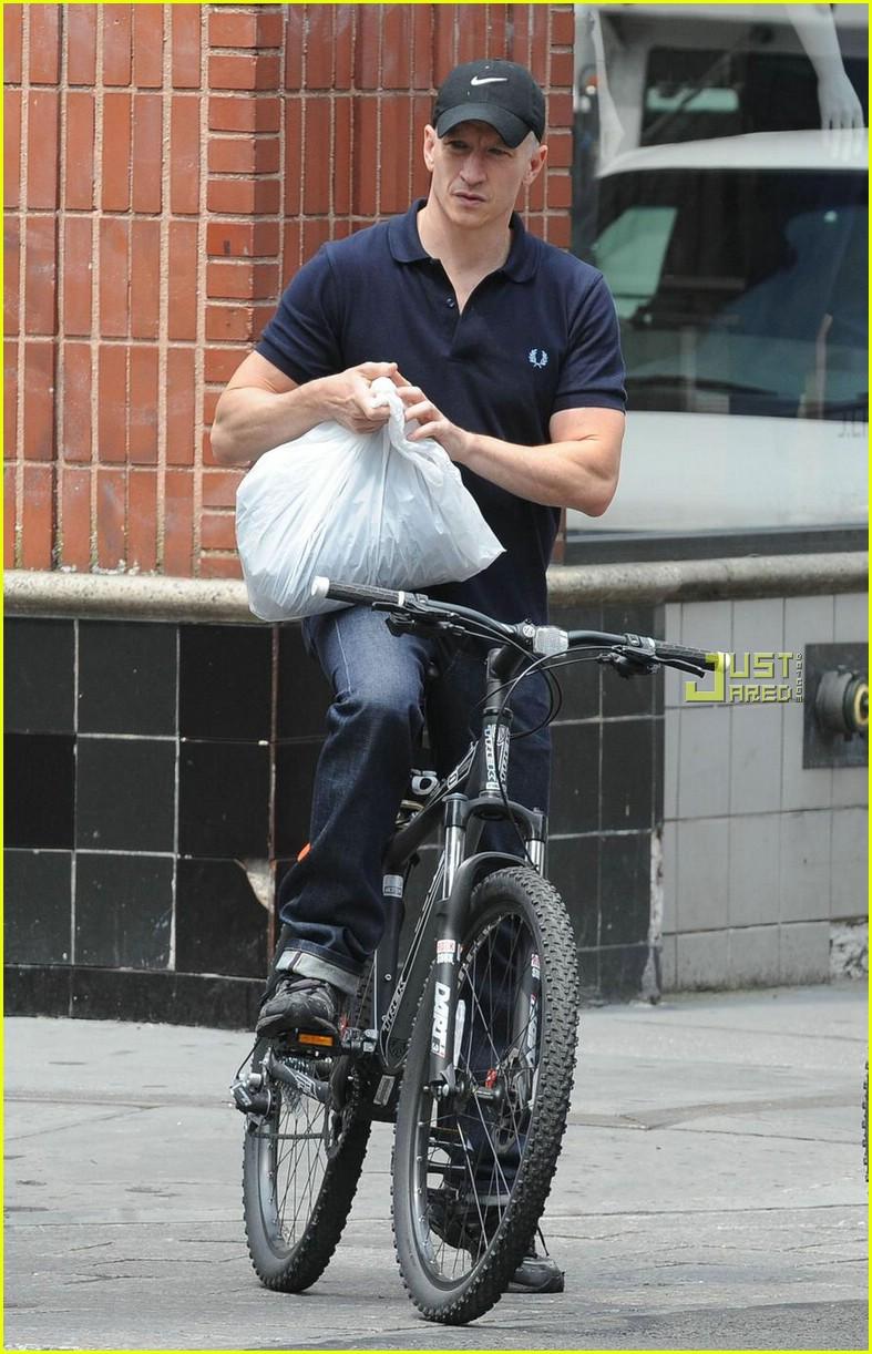 anderson cooper biking 062015641