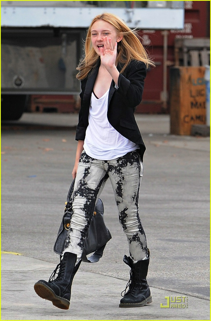 dakota fanning tie dyed terrific 07
