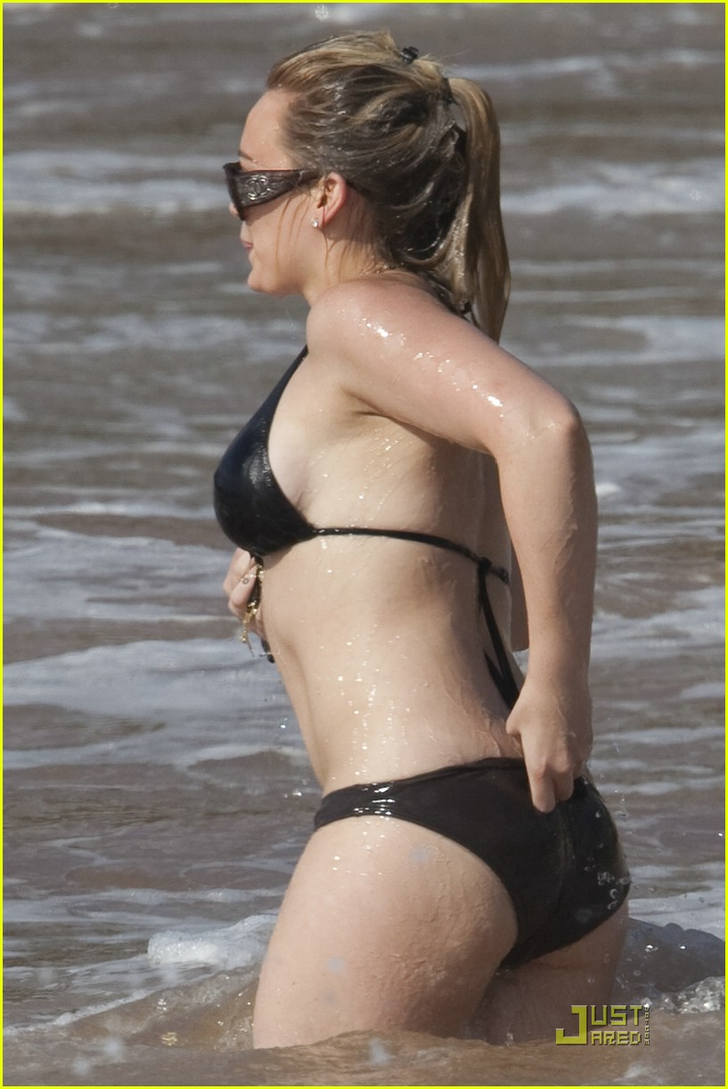 Hilary Duff wears skimpy bikini on holiday with