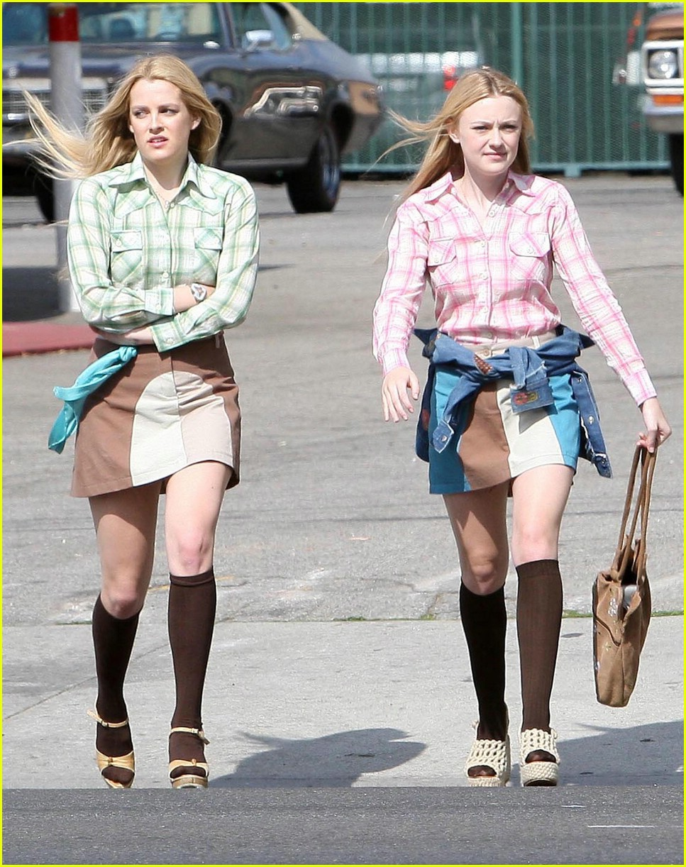 dakota fanning pink plaid princess 04
