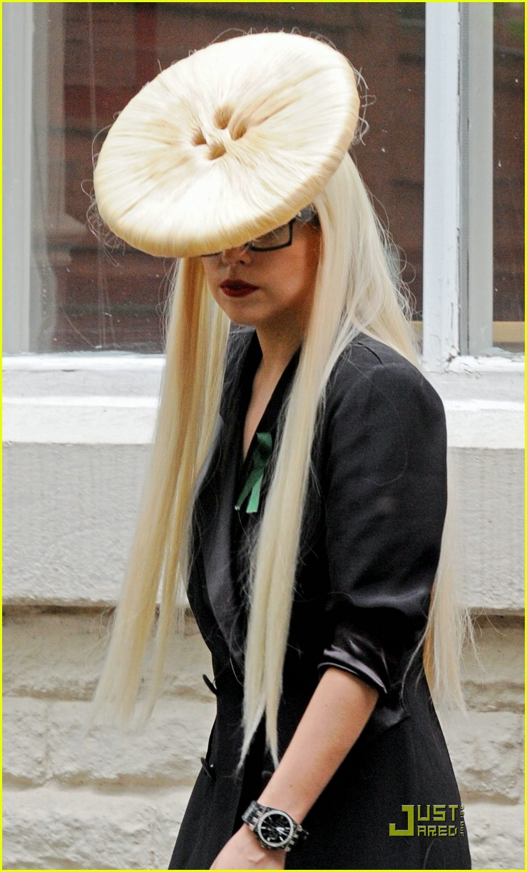 lady gaga big buttonhead 02