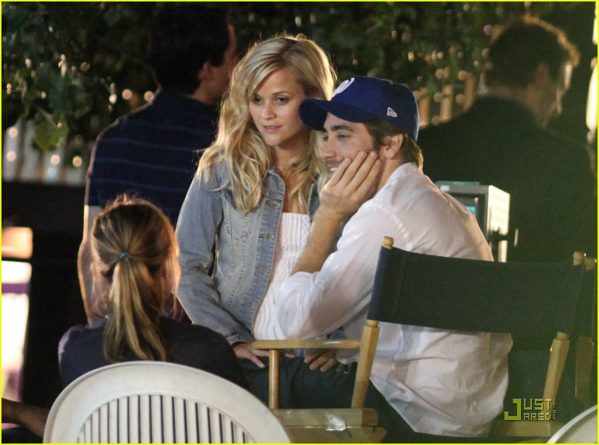 Reese Witherspoon broke up with Jake Gyllenhaal by phone 12/18/2009 28