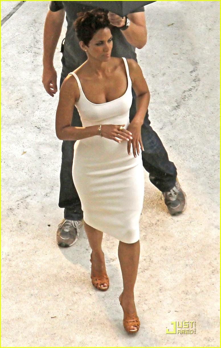 Halle Berry is Revlon Radiant: Photo 1966261 | Halle Berry ...