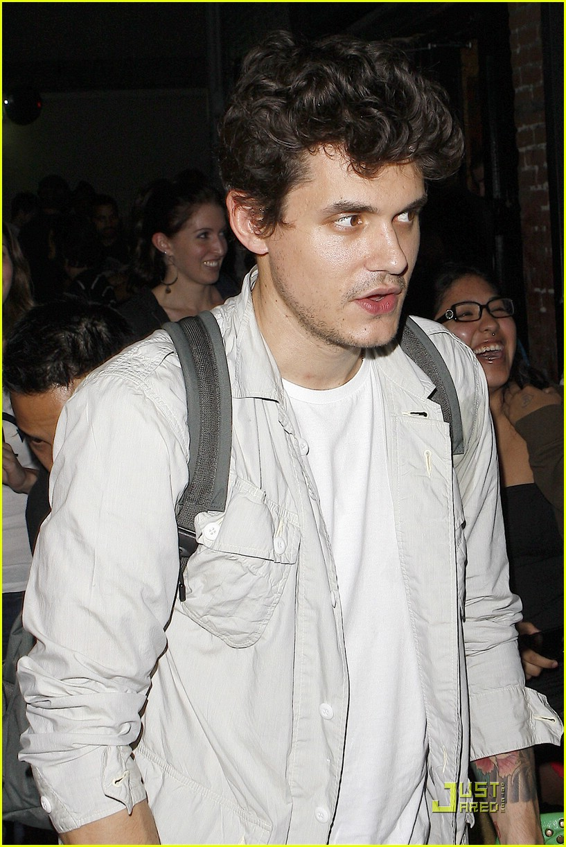 john mayer hounded at hotel cafe 021988451
