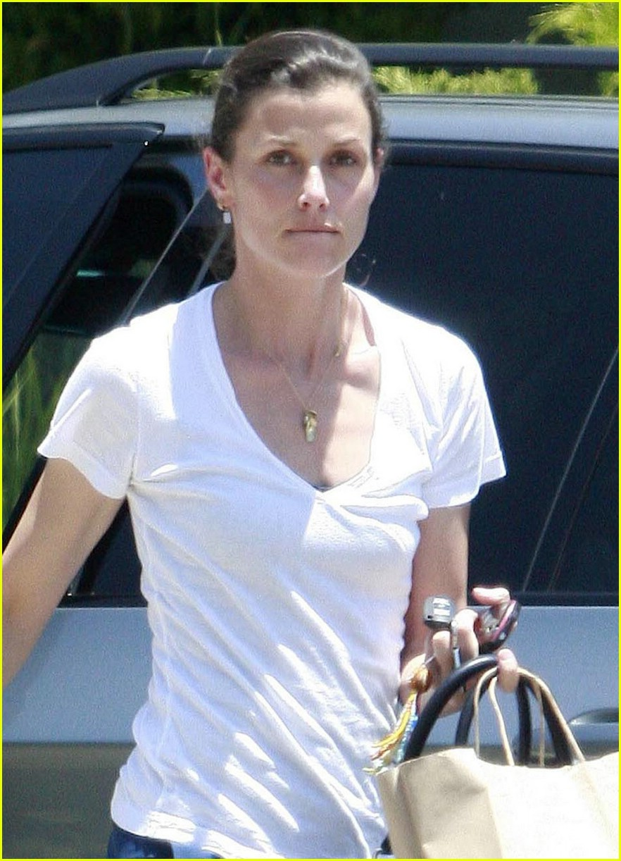 bridget moynahan fun with friends 03