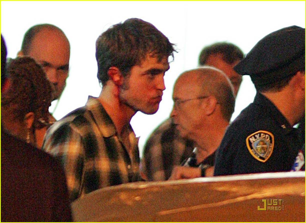 robert pattinson bloody 172008051
