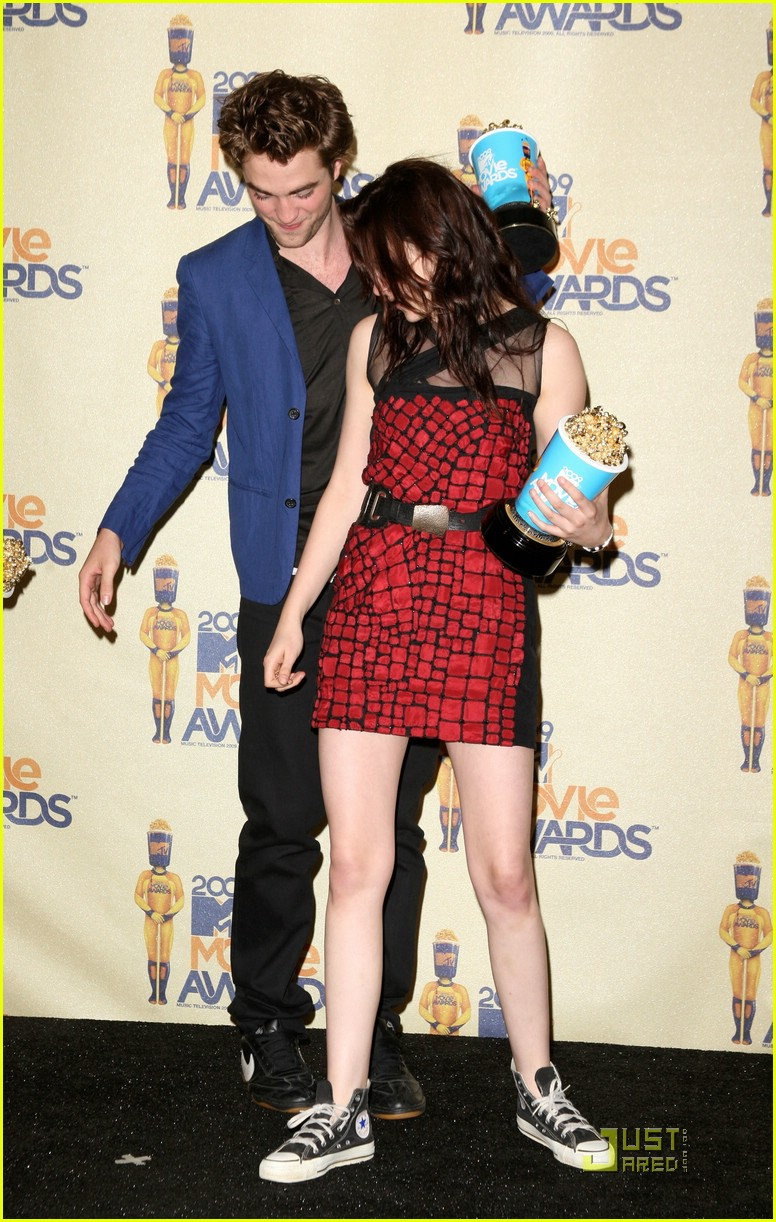robert pattinson mtv movie awards 2009 191963221