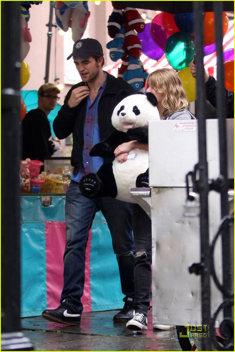 robert pattinson emilie de ravin bear hug 012011291
