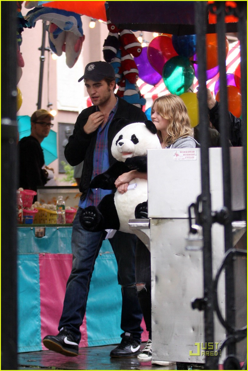 robert pattinson emilie de ravin bear hug 052011331