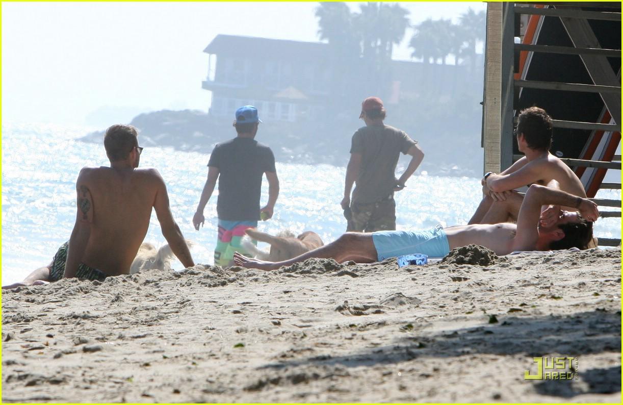 zachary quinto beach shirtless 212017921