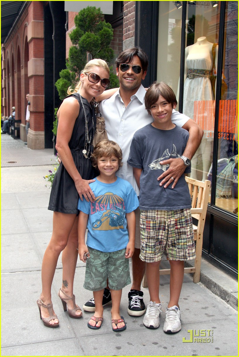 kelly ripa mark consuelos soho 052015861