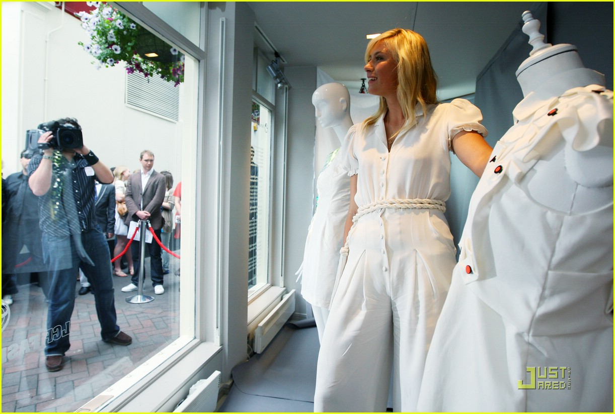 maria sharapova london love 022009571