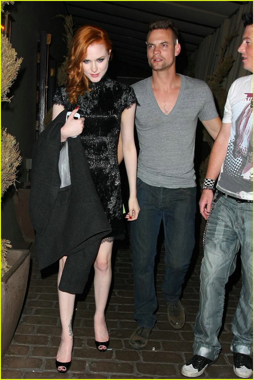 evan rachel wood shane west hold hands 091973351