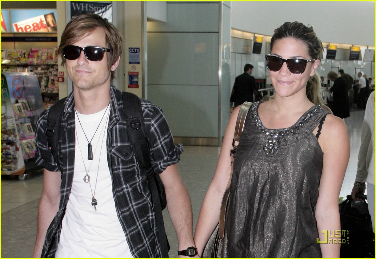 jared followill alisa torres heathrow airport 03